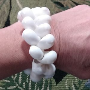 Women's seashell bracelet